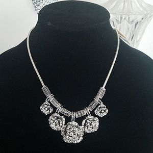 Jewelry - 🌹🌹Silver rose necklace 🌹🌹